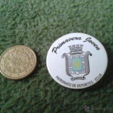 Pins de colección: CHAPA CHAPITA (NO PIN) PRIMAVERA JOVEN ESCUDO ECIJA SEVILLA PATRONATO DE DEPORTES AÑOS 80 90. Lote 42936274