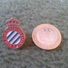 Pins de colección: BONITO PIN INSIGNIA FUTBOL REAL CLUB DEPORTIVO ESPAÑOL. IDEAL COLECCIONISTAS ESCUDO. Lote 43008898