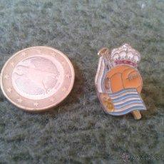 Pins de colección: BONITO PIN INSIGNIA FUTBOL ESCUDO REAL SOCIEDAD DE SAN SEBASTIAN IDEAL COLECCIONISTAS. Lote 43009137