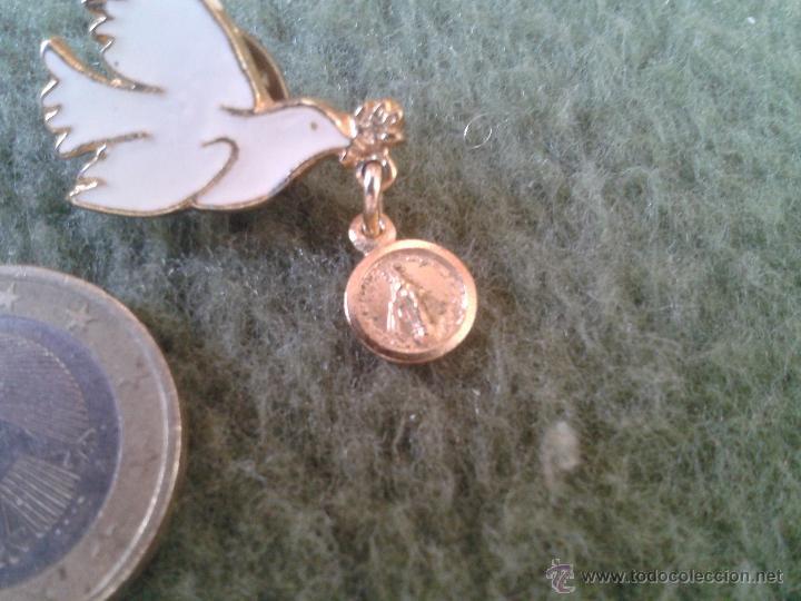 Pins de colección: PRECIOSO PIN INSIGNIA PALOMA BLANCA DE LA PAZ CON MEDALLA VIRGEN EN LA BOCA TENGO MAS PINS VER LOTES - Foto 3 - 43592811