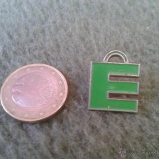 Pins de colección: BONITO PIN INSIGNIA. FORMA LETRA E PARA COLECCION. IDEAL COLECCIONISTAS. TENGO MAS PINS . Lote 43593002