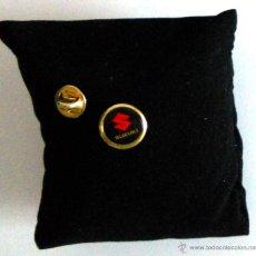 Pins de colección: PIN COCHES AUTOMOVIL.LOGO SUZUKI. MOTOR EMBLEMA SUZUKI.. Lote 43854078