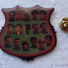 Pins de colección: PIN DE DEPORTES. FÚTBOL CLUB BARCELONA. EQUIPO DREAM TEAM. ROMARIO KOEMAN LAUDRUP. Lote 44459811