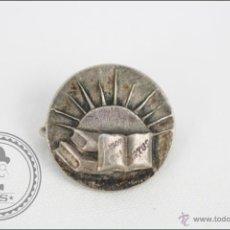 Pins de colección: INSIGNIA DE AGUJA - LABORA ET VIRTUS? - MEDIDAS 17 MM DE DIÁMETRO. Lote 45921816