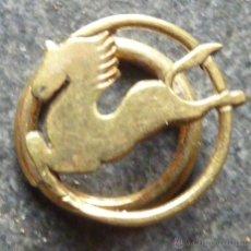 Pins de colección: PIN INSIGNIA DE OJAL SOLAPA PEGASO DORADO . Lote 46390695