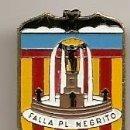Pins de colección: FALLAS DE VALENCIA. INSIGNIA ESMALTADA DE LA FALLA PLAZA DEL NEGRITO. Lote 157895206