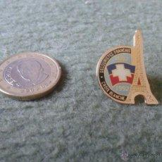 Pins de colección: BONITO Y ESCASO PIN FRANCIA FRANCE CROIX BLANCHE SECOURISTES FRANCAIS 1892 1992 TENGO MAS PINS VER . Lote 47388240