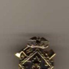 Pins de colección: PIN INSIGNIA DEL CUERPO DE BOMBEROS - DORADO. Lote 47421451