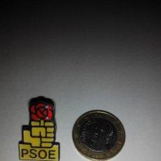 Pins de colección: PIN PSOE PARTIDO POLITICO ROSA PUÑO COLECCION PINS . Lote 48002429