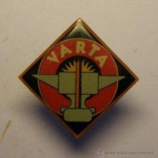 Pins de colección: PIN BATERIAS VARTA.. Lote 48982429