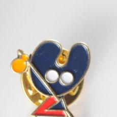 Pins de colección: PIN INSIGNIA DE BOTON AMERICANO RATON. Lote 49227351
