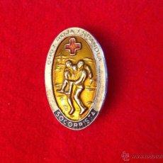 Pins de colección: INSIGNIA DE IMPERDIBLE DE SOCORRISTA DE LA CRUZ ROJA ESPAÑOLA, 35X22 MM. BIEN CONSERVADA. Lote 49372772