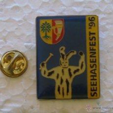 Pins de colección: PIN DE TURISMO. SEEHASENFEST 1996. FESTIVAL FIESTAS CARNAVALES. BADEN WUTTEMBERG, ALEMANIA. Lote 49387432