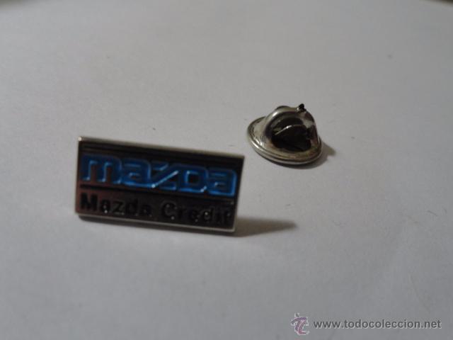 PIN MARCA COCHE MAZDA, MAZDA CREDIT (Coleccionismo - Pins)