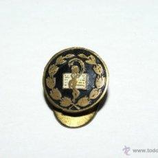Pins de colección: PIN INSIGNIA DE OJAL DE FARMACIA. Lote 50105315