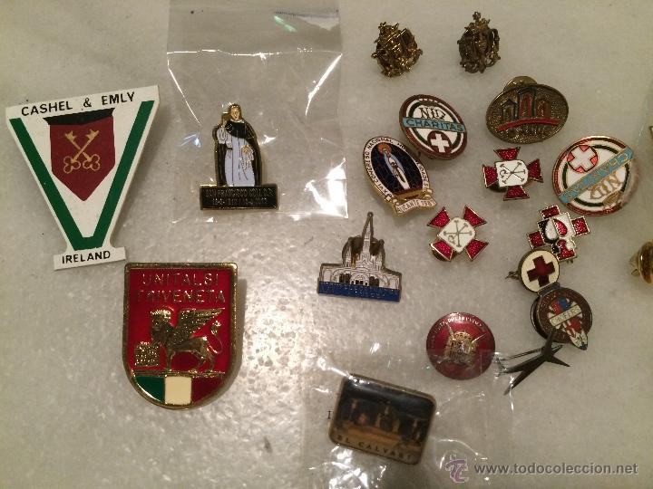 Pins de colección: Antiguo lote de pins, de la cruz roja, caritas, peregrinaciones etc. - Foto 3 - 50361632