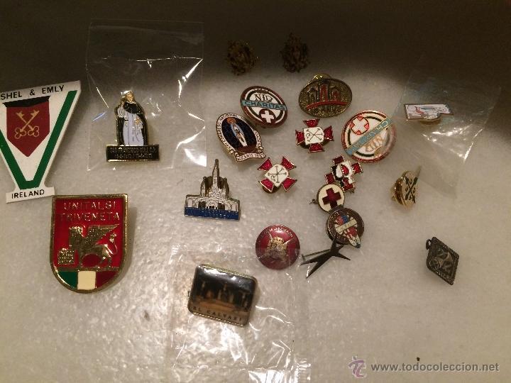 Pins de colección: Antiguo lote de pins, de la cruz roja, caritas, peregrinaciones etc. - Foto 4 - 50361632