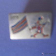Pins de colección: PINS DE OJAL AVUI. Lote 50947417