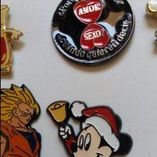 Pins de colección: ANTIGUO PIN DE MICKEY MOUSE BEBÉ NAVIDEÑO TOCANDO UNA CAMPANA . ORIGINAL. Lote 51210135