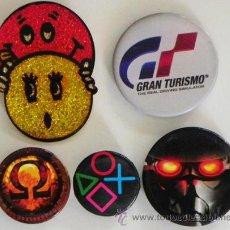Pins de colección: 1 € CADA CHAPA - CHAPAS CON IMPERDIBLE - CHAPITA - CHAPA PEQUEÑA -NO ES PIN - GRAN TURISMO - CARITAS. Lote 51671298