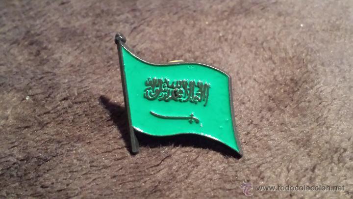 PIN DE BANDERA DE ARABIA SAUDÍ (Coleccionismo - Pins)