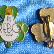 Pins de colección: INSIGNIA BOMBILLAS TREBOL, SIN FECHA. Lote 53810020
