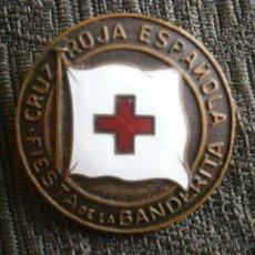 Pins de colección: MEDALLA CRUZ ROJA ESPAÑOLA ESMALTADA 1948 FIESTA DE LA BANDERITA ROJA 26MM. Lote 54180078