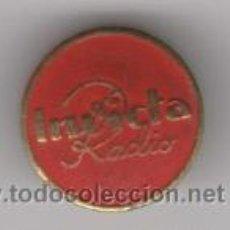 Pins de colección: PIN INSIGNIA DE OJAL, RADIO INVICTA. Lote 262565735