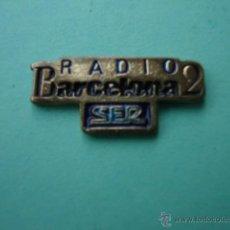 Pins de colección: ANTIGUO PIN'S DE RADIO BARCELONA 2 . Lote 54299803