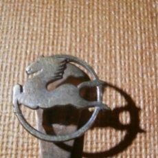 Pins de colección: ANTIGUA INSIGNIA PARA OJAL DE CHAQUETA - PEGASO - ENASA - VEHÍCULOS INDUSTRIALES - AÑOS 50. Lote 54733100