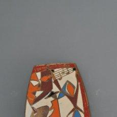 Pins de colección: CHAPA ESMALTADA EDUCACION Y DESCANSO , V DEMOSTRACION SINDICAL , MAYO 1962. Lote 55821529