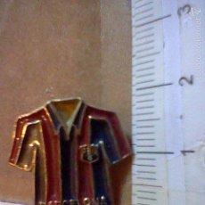 Pins de colección: INSIGNIA PINCHO CAMISETA FUTBOL F C BARCELONA. Lote 55942709