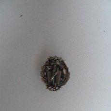 Pins de colección: PIN INSIGNIA DE FARMACIA HOJAL ANTIGUO AÑOS 60. Lote 56206425