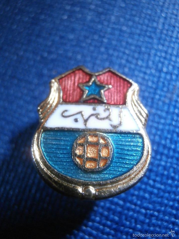 ANTIGUA INSIGNIA PARA OJAL DE CHAQUETA - INSIGNIA CLUB MAGHREB EL AKSA -TANGER - (Coleccionismo - Pins)