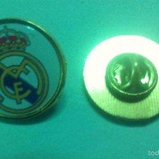 Pins de colección: PIN DEL REAL MADRID CLUB DE FUTBOL. ESCUDO REDONDO.. Lote 221828442
