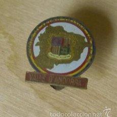 Pins de colección: VIEJO PIN DE OJAL DE LAS VALLS DE ANDORRA SINDICAT D' INICIATIVAS DE LES. Lote 56645432