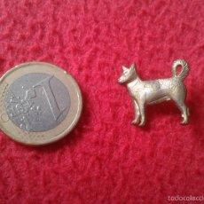 Pins de colección: BONITO PIN INSIGNIA PARA COLECCION TENGO MAS PINS VEAN MIS LOTES PERRO DOG VER FOTO/S Y DESCRIPCION. Lote 56668684