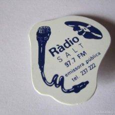Pins de colección: CHAPA PIN RADIO SALT 97.7 FM. Lote 57269865