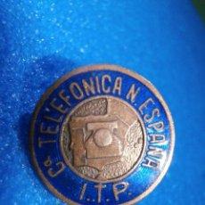 Pins de colección: ANTIGUA INSIGNIA PARA OJAL - COMPAÑIA TELEFÓNICA NACIONAL DE ESPAÑA - I.T.P. - AÑOS 50. Lote 57292447