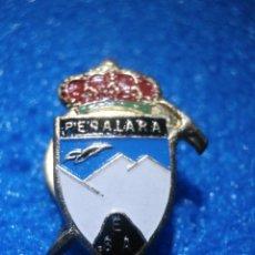 Pins de colección: ANTIGUA INSIGNIA DE OJAL - REAL SOCIEDAD ESPAÑOLA DE ALPINISMO PEÑALARA - MONTAÑA - SKI - ESQUI. Lote 57488663