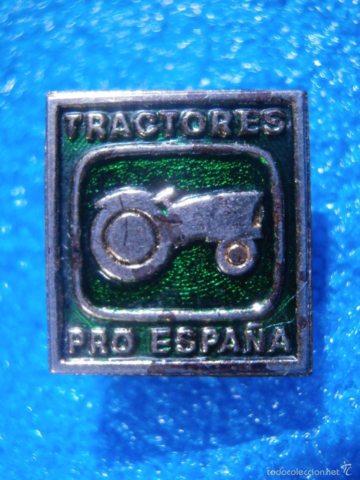 ANTIGUA INSIGNIA DE OJAL - TRACTORES PRO ESPAÑA - MAQUINARIA AGRÍCOLA, TALLERES, AUTOMOCIÓN. AÑOS 60 (Coleccionismo - Pins)
