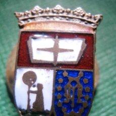 Pins de colección: MUY ANTIGUA INSIGNIA ESMALTADA PARA OJAL - ANTIGUO ESCUDO DE MADRID - A DETERMINAR - RARA. Lote 57559516