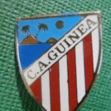 Pins de colección: ANTIGUA INSIGNIA DE IMPERDIBLE - C. A. GUINEA - SIN DETERMINAR POR EL MOEMTO - AÑOS 60 Ó 70. Lote 57585120