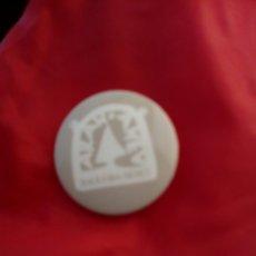 Pins de colección: CHAPA PUBLICIDAD BAQUEIRA BERET. Lote 58100673