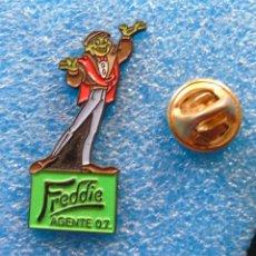 Pins de colección: PIN DE DIBUJOS ANIMADOS. PELÍCULA FREDDIE AGENTE 07. EL RANA. Lote 222311891