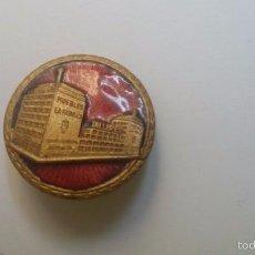 Pins de colección: MUEBLES LA FABRICA. ANTIGUA INSIGNIA ESMALTADA DE AGUJA. ORIGINAL MUY ANTIGUA. Lote 59900095