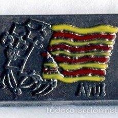 Pins de colección: PINS AVUI CATALUÑA BANDERA. Lote 60427027