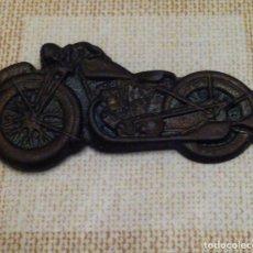 Pins de colección: ANTIGUO PIN O INSIGNIA DE AGUJA MOTO. Lote 65665242