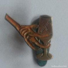 Pins de colección: ANTIGUA INSIGNIA DE OJAL PARA SOLAPA BRANDY COGÑAC QUIJANO PIN PINS BROCHE INSIGNIAS 1940. Lote 65666746