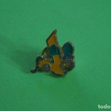 Pins de colección: PIN DE LETRA V Y VALVULA DE AIRE LOTE 19. Lote 69055769